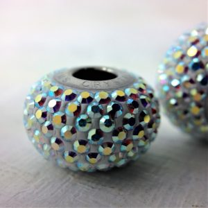 Charm Pavé métal rhodié orné de cristaux Swarovski Aurore Boréale AB