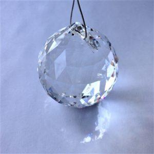 Prisme Boule en cristal Swarovski sur câble acier à suspendre