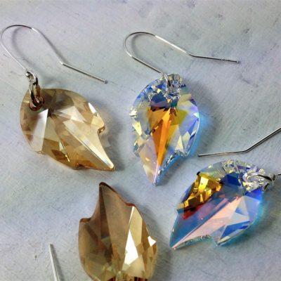 Boucles d'oreilles Feuille en perles de cristal Swarovski sur crochets en argent