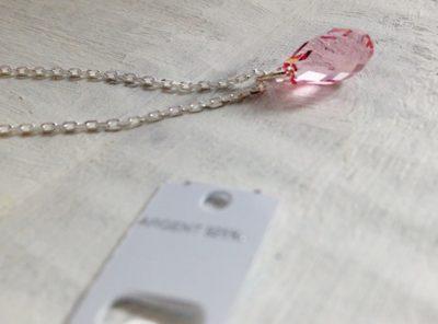 Grand choix de pendentifs en cristal Swarovski montés sur une chaîne en argent