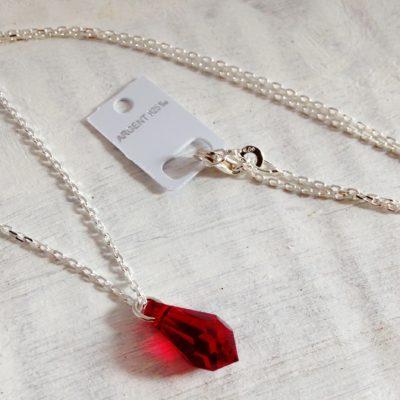 Pendentif Petit Pendule rouge Siam en cristal Swarovski monté sur une chaîne en argent