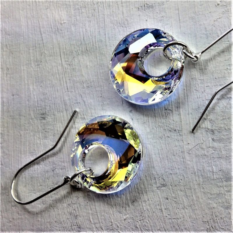 Boucles d'oreilles pendantes Victory perle de cristal Swarovski 18mm sur crochets en argent 925 Aurore Boréale reflets dorés