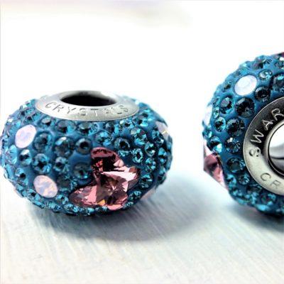 Charm Papillon métal Rhodié pavé de cristaux Swarovski turquoise et rose