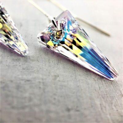 Boucles d'oreilles Spike perles Swarovski triangle Aurore Boreale sur crochets en argent