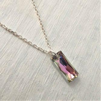 Pendentif rectangle Queen cristal Swarovski sur chaine argent