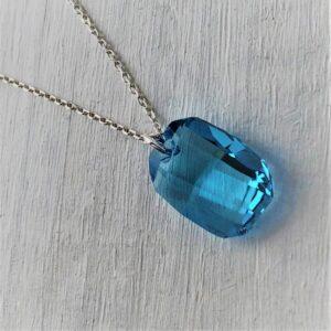 Pendentif Graphic cristal Swarovski 19 mm bleu Aiguemarine chaine argent
